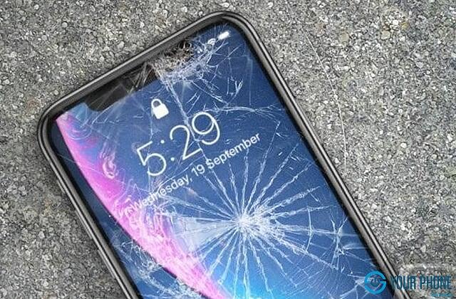 Nguyên nhân nào khiến mặt kính điện thoại iPhone XS bị hư hại?