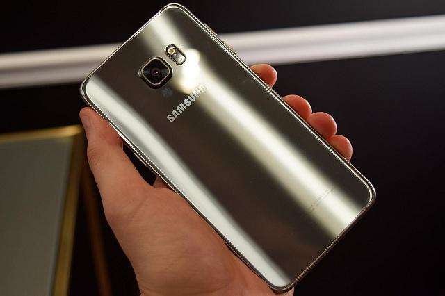 Nguyên nhân khiến mặt kính sau điện thoại S6 Edge hỏng hóc