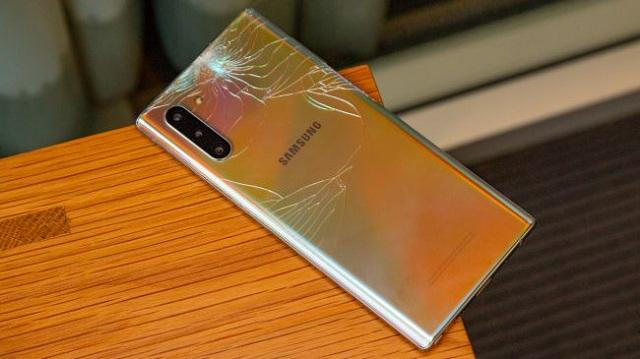 Dấu hiệu cần thay nắp lưng Samsung Note 10
