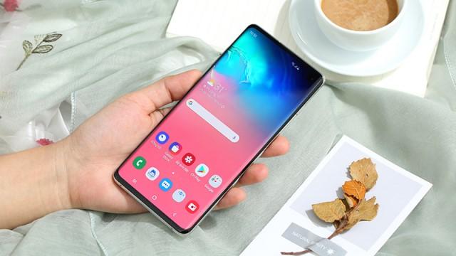 Điện thoại Samsung Galaxy S10 có thiết kế sang trọng