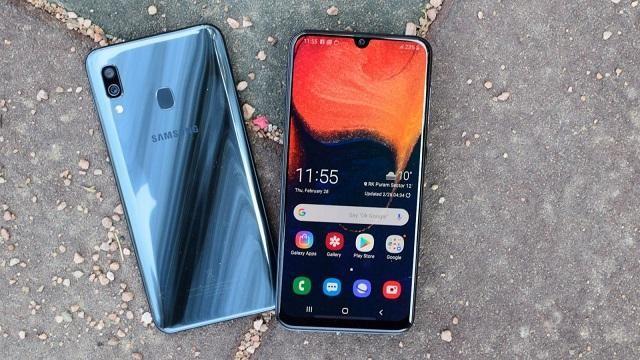 Giá thay mặt kính điện thoại Samsung A30 tùy vào từng mức độ hỏng hóc