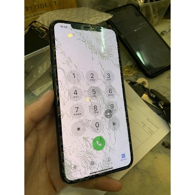 iPhone 11 bị vỡ kính màn hình