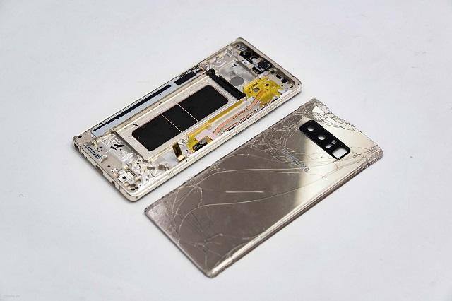 Khi nào cần thay nắp lưng Note 8?