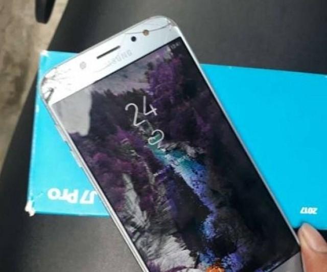 Màn hình Samsung J7 bị chảy mực