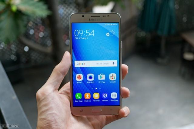 Màn hình Samsung j7 được thiết kế sang trọng