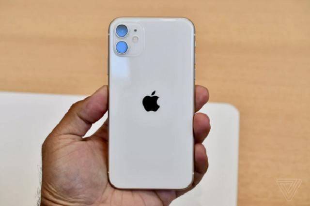 Nguyên nhân cần thay nắp lưng iPhone 11