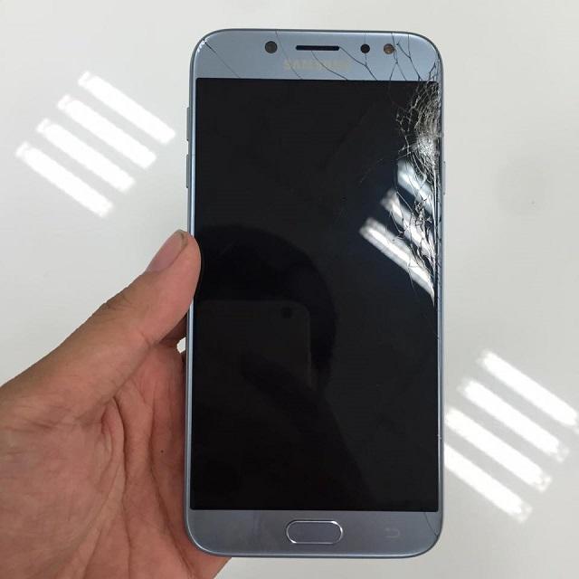 Thay kính Samsung J7 Pro bị nứt vỡ