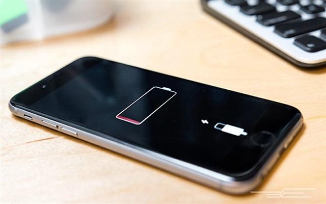 iPhone không lên nguồn do pin bị chai