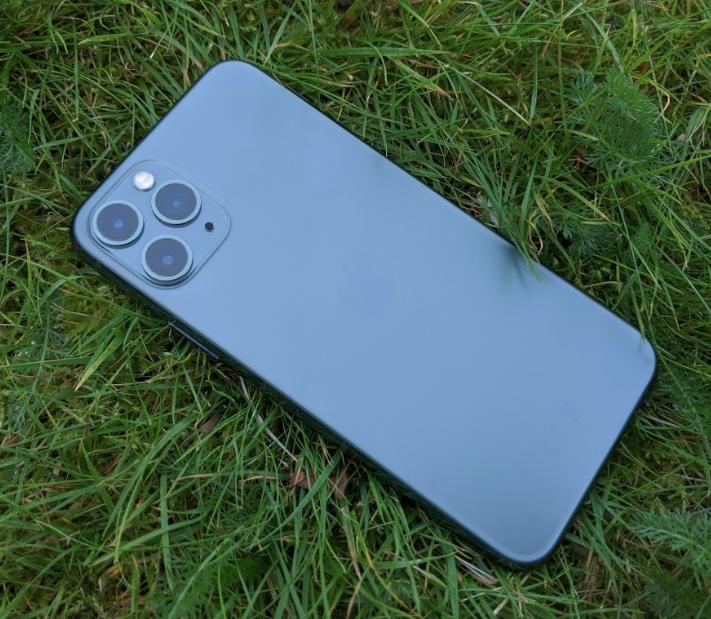 iPhone 12 Pro màu xanh navy