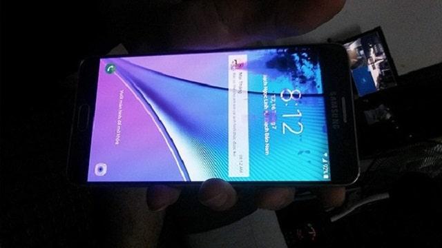 Màn hình điện thoại bị chảy mực là do những nguyên nhân nào?