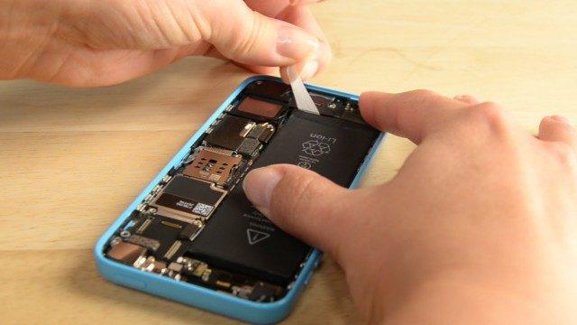 Lựa chọn dịch vụ sửa chữa, thay pin điện thoại chính hãng và uy tín