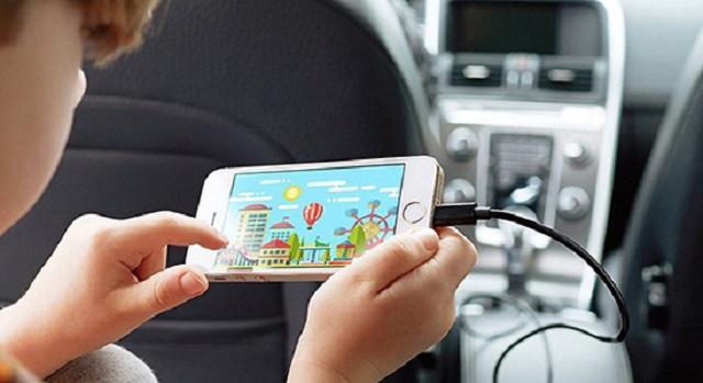 Vừa sạc pin vừa sử dụng điện thoại làm giảm tuổi thọ của pin