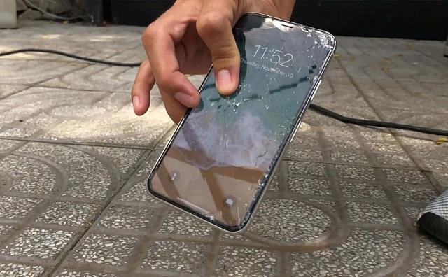 Điện thoại vỡ màn hình nhưng cảm ứng bình thường phải làm sao?