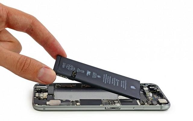 Khắc phục điện thoại bị treo bằng cách tháo pin ra khỏi máy