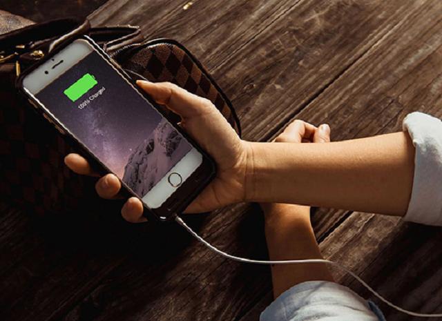 Pin ảo iPhone xuất hiện có thể do nguồn điện chập chờn