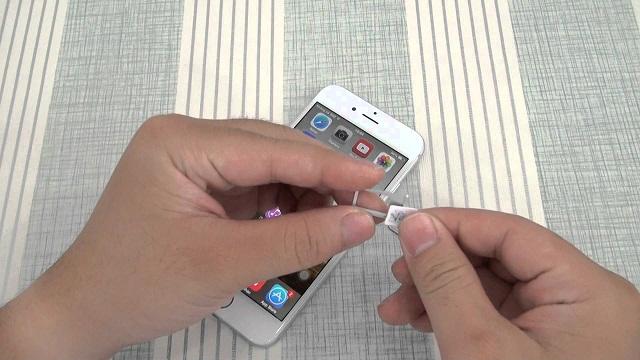 Tháo và lắp sim ghép vào khay iPhone