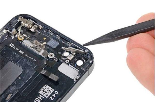 Thay nút nguồn iPhone mới để khôi phục chức năng hoạt động của dế yêu