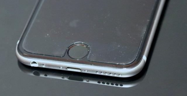 Do miếng dán màn hình kém chất lượng dễ làm iPhone bị đơ cảm ứng