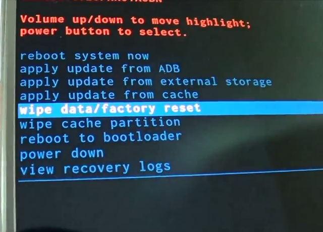 Dùng nút tăng âm lượng chọn mục Wipe data/factory reset
